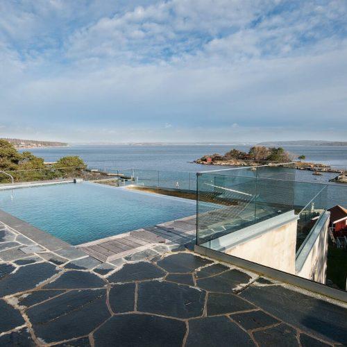Glasräcke-vid-pool-Gottskär.jpg